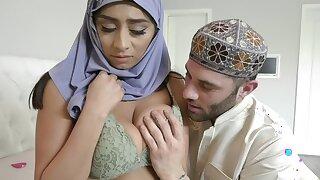 Gospeller Arab girl in hijab added to swain enjoy bareback on bed